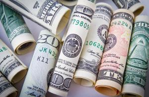 Dolar, 4,70'in altına geriledi