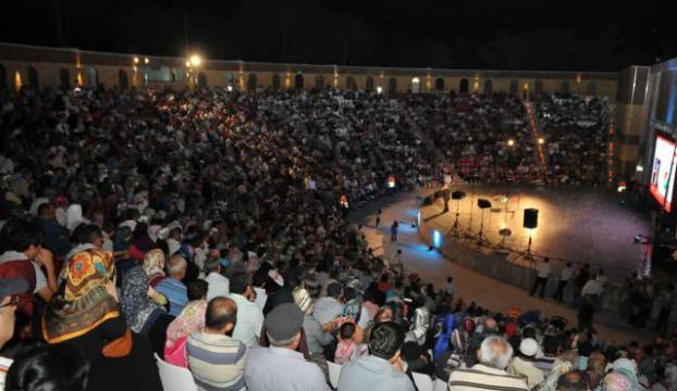 Döngeloğlu, açıkhava tiyatrosunda konferans verdi
