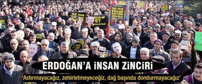 Kayseri'de Erdoğan için insan zinciri