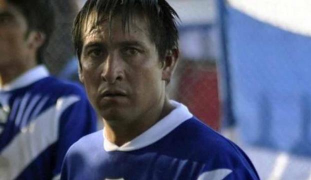 Taraftarların tuğlayla saldırdığı futbolcu öldü