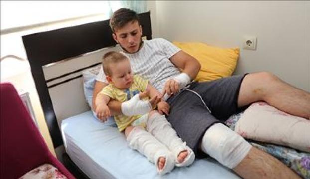 Selde duvarı çöken evde yaralanan genç, 1,5 yaşındaki kardeşini kurtarmanın mutluluğunu yaşıyor