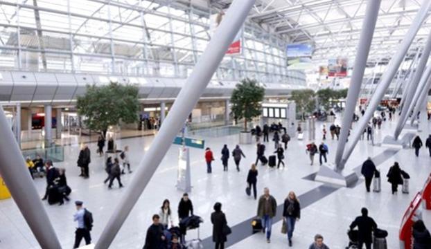 Düsseldorf Havalimanında bekletilen 14 yolcu