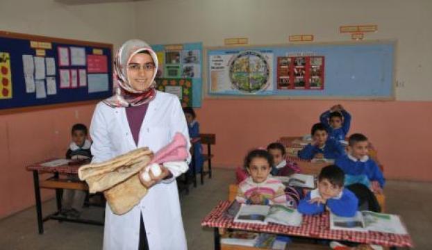 Ece öğretmenin hediyeleri, tandır ekmeği ve yumurta