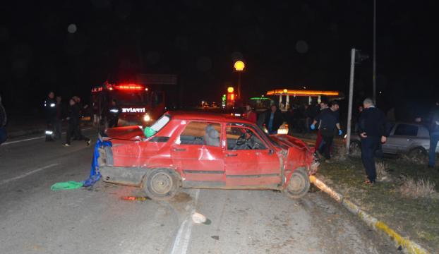 Edirnede iki otomobil çarpıştı: 1 ölü, 5 yaralı