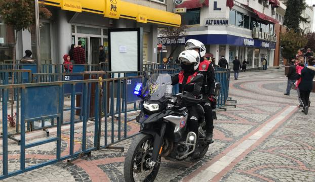 Edirneye giriş yapan hususi araçların sürücüleri ve yolcular kaydediliyor
