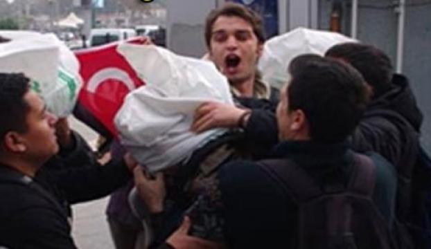 İstanbulda ABD askerlerinin başına çuval geçirdiler
