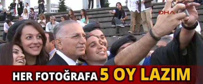 Ekmeleddin İhsanoğlu, her fotoğrafa 5 oy istedi
