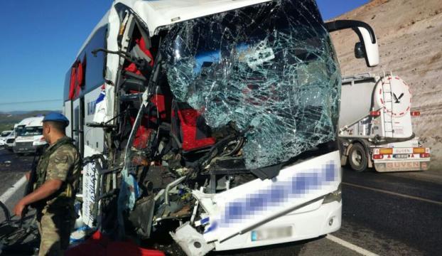 Elazığda kaza: 1 ölü, 20 yaralı