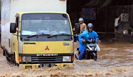 Endonezya'da sel seviyesi 2 metreye ulaştı