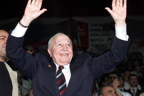 Eski Başbakan Erbakan anılacak