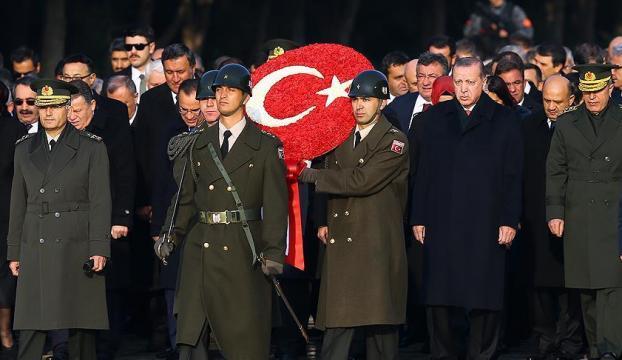Devlet erkanı Anıtkabirde Atatürkü andı