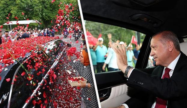 Cumhurbaşkanı Erdoğan güllerle karşılandı