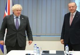Erdoğan ve Johnson, iki ülke arasındaki seyahatin yeniden başlamasının önemi üzerinde mutabık kaldı