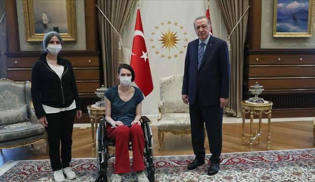 Cumhurbaşkanı Erdoğan, milli voleybolcu Meltem Çetini kabul etti