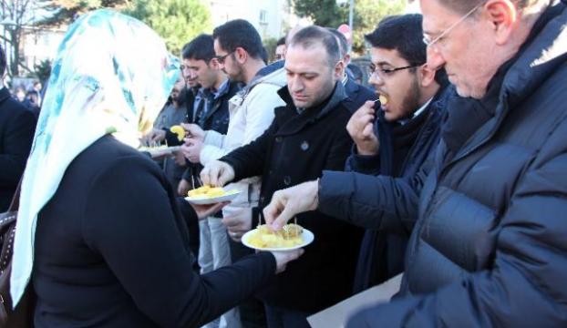 """Erdoğanın evinin önünde """"ananaslı"""" eylem"""