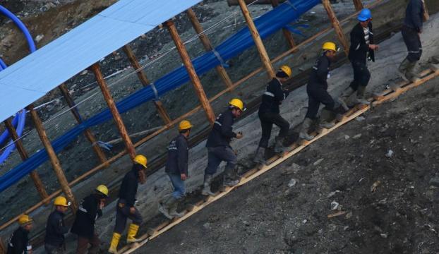 Madende mahsur kalan işçilerin kredi borçları ertelendi