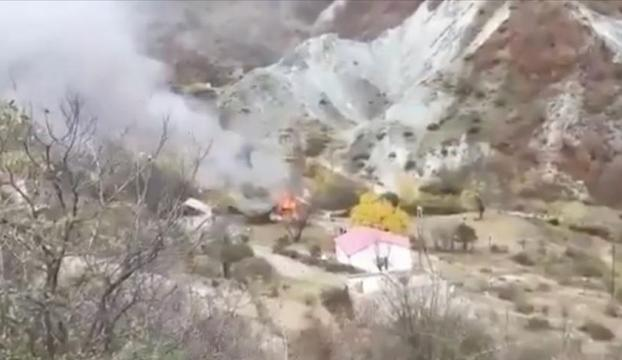 Kelbeceri terk eden Ermeniler evleri ve ormanları yakıyor