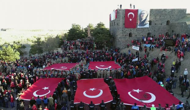 Erzurumda binler ecdada saygı için yürüdü