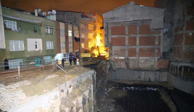 Esenlerde inşaatın istinat duvarı çöktü