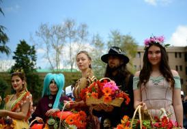 Eskişehir'de ilginç kostümlerle şenlik yürüyüşü