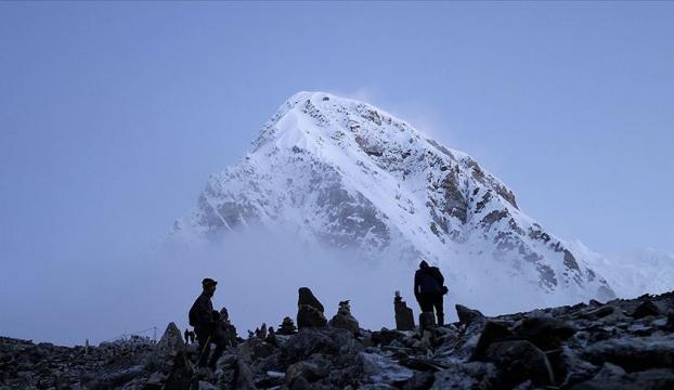 Everest, dağcılara yeniden açılıyor