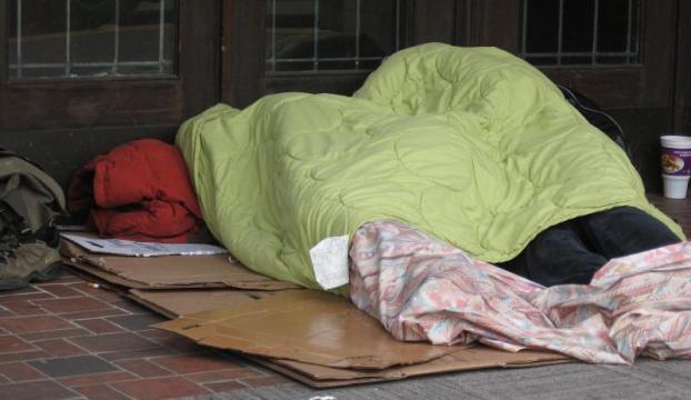 Polisin darp ettiği evsiz kadına 1.5 milyon dolar