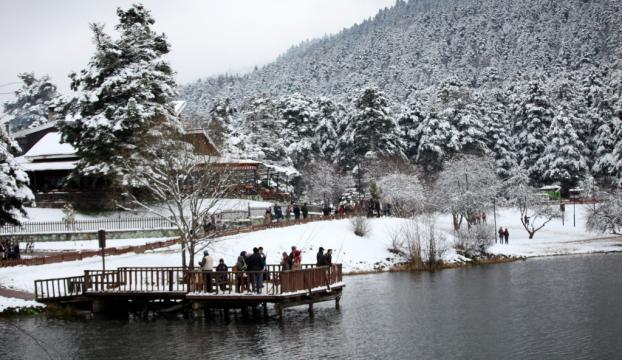 Nisanda yağan kar tabiat parklarını doldurdu