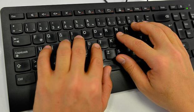 """""""10 parmağıyla"""" dünyaya meydan okuyor"""