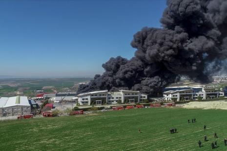 Arnavutköy'de fabrika yangını
