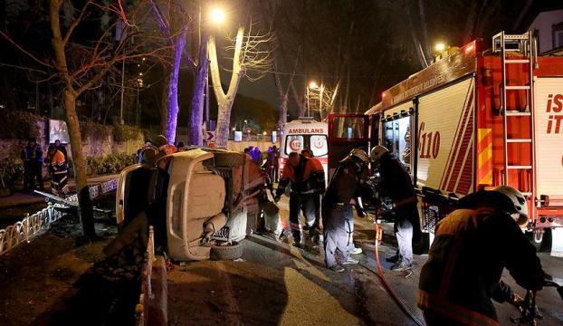 Fatihte otomobil duvara çarptı: 5 yaralı