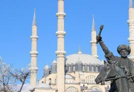 Fatih'in heykeli, Selimiye'nin önünde!