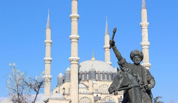 Fatihin heykeli, Selimiyenin önünde!
