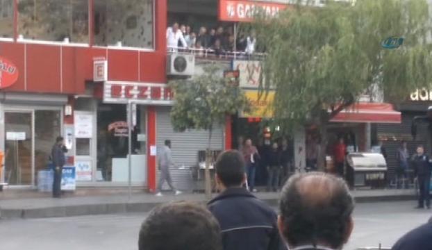 Polis satırlı saldırganı vurdu