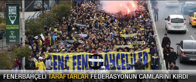 Fenerbahçeli taraftarlar federasyonun camlarını kırdı