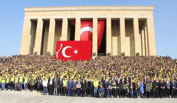 Fenerbahçeliler Anıtkabirde