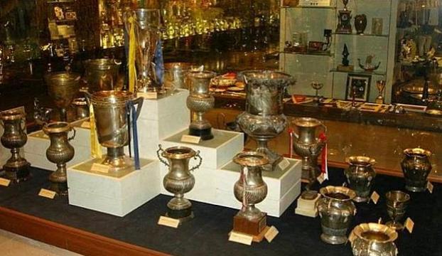 Fenerbahçe Müzesinden kupa çalışmaya çalmaya çalıştı