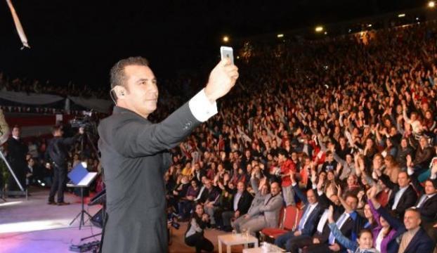 Ferhat Göçer Osmaniyede konser verdi