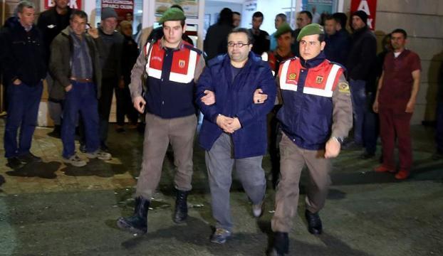 Ailesiyle Yunanistana kaçmaya çalışan eski öğretim üyesi tutuklandı