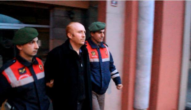 Yurt dışına kaçma girişimindeki iki FETÖ şüphelisi tutuklandı
