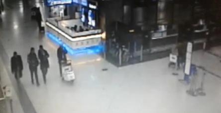 testFETÖ'cülerin havalimanınından para çıkarma görüntüleri