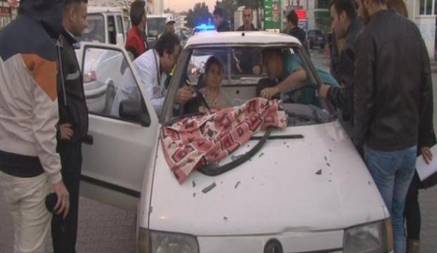 Film gibi kaza... Aracın içindeki kadının kucağına düştü