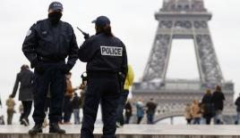 Paris banliyölerinde gerginlik sürüyor