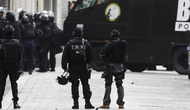 Fransada okula saldırı!