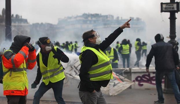 """Fransa """"sarı yeleklilere"""" karşı sertleşiyor"""