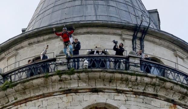 Galata Kulesiden atladı!