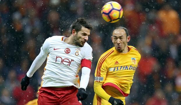 Galatasaray büyük fırsatı tepti... Sahasında Kayserispora yenildi...