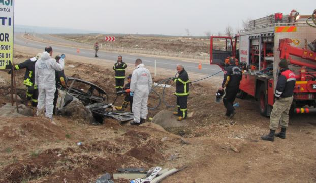 Gaziantepte devrilen otomobil yandı: 3 ölü