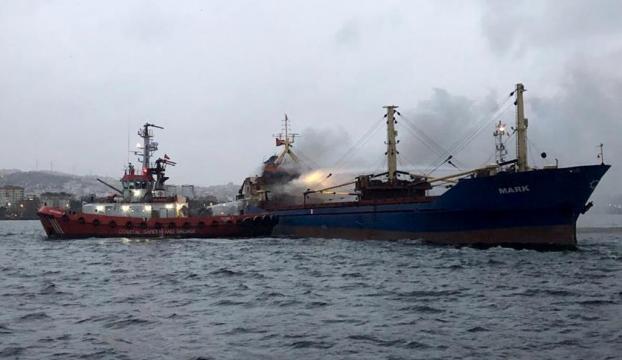 Pendik açıklarında gemide yangın çıktı