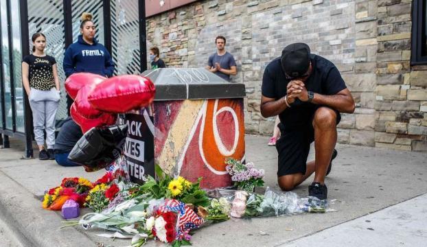 ABD Minneapoliste bir siyahinin ölümüne neden olan polislerin işine son verildi