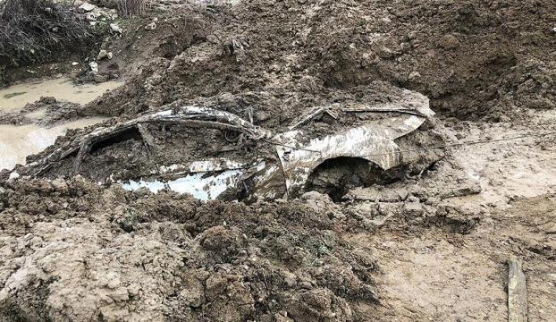 PKKlı teröristlerin İstanbuldan çaldığı araç Licede gömülü bulundu